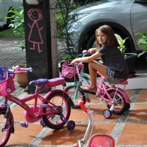 Riding Lissie Joy's bike!