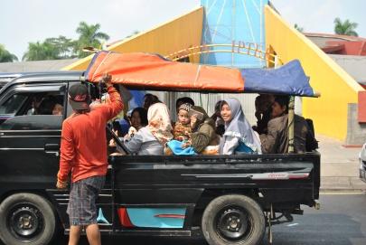 Angkot/Taksi